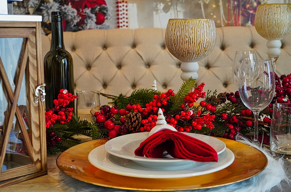 https://togetthere.info/wp-content/uploads/2020/12/christmas-dinner-4712245_960_720-1.jpg